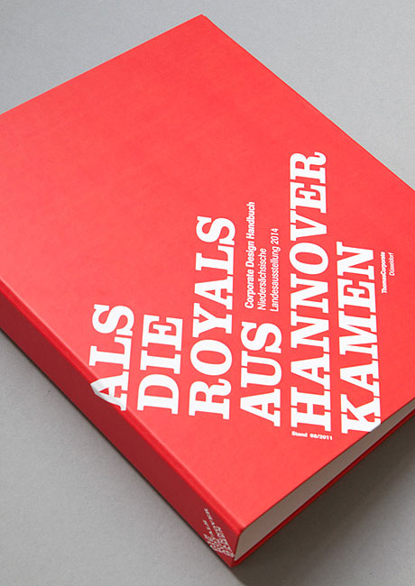 Hier wird das Corporate-Design-Handbuch zur Landesausstellung 2014 gezeigt