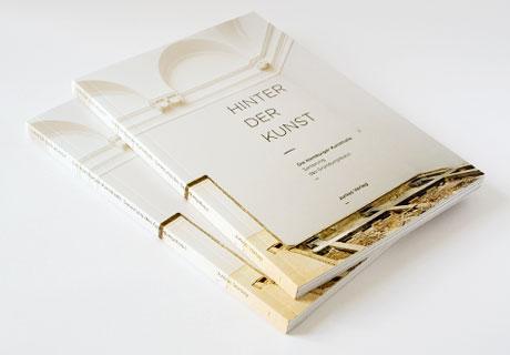 Hier wird das Buch über die Sanierung der Hamburger Kunsthalle gezeigt