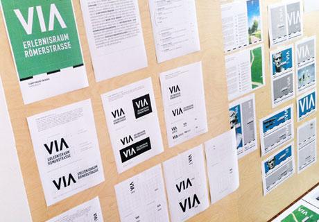 Hier wird der Arbeitsprozess vom VIA Corporate Design gezeigt